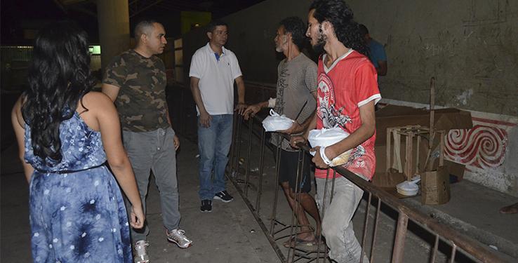 Moradores de rua são atendidos por ação da Amas em Macapá