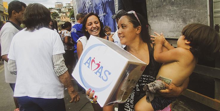 Comunidade Irmãos Unidos recebe 400 cestas básicas